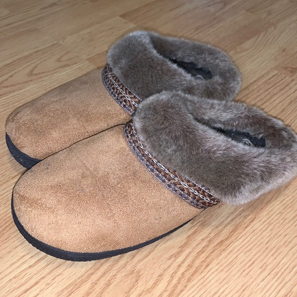 Isotoner faux fur slippers 8.5-9